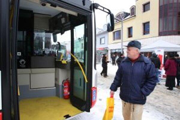 Nízkopodlažný autobus by mal zvýšiť komfort cestujúcich, najmä seniorov, v žiarskej MHD.