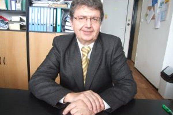 Profesor Juraj Ladomerský. So svojím tímom sa už dlhé roky zaoberá výskumom žiarskeho kalu.