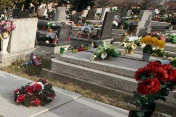 Miest na cintoríne je zatiaľ dostatok. Mesto sa ho v súčasnosti rozširovať nechystá.