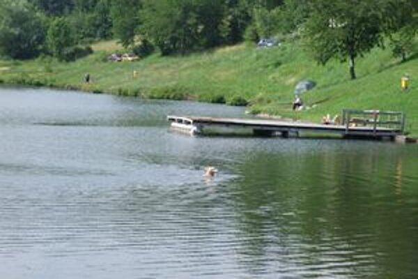 Novobanský Tajch. V noci sa tam nešťastne utopil sedemnásťročný chlapec.