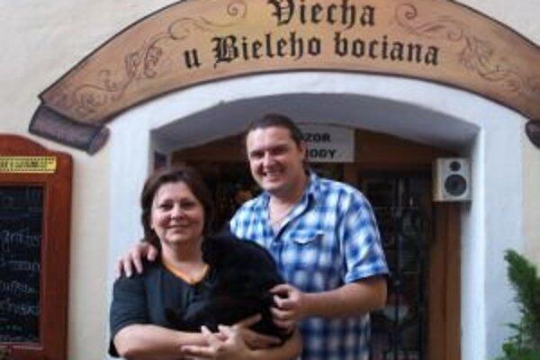Zuzana a Martin Varhaňovskí, majitelia kremnickej vinotéky.