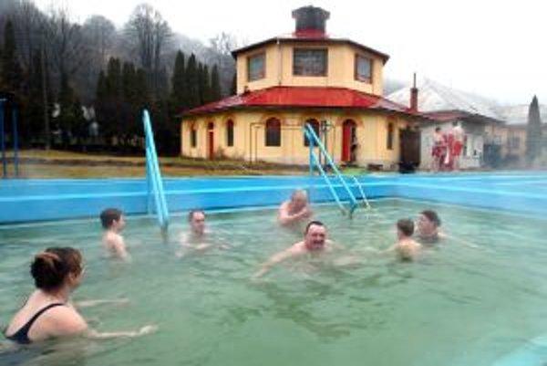 V Sklených Tepliciach sa možno kúpať aj pod holým nebom.