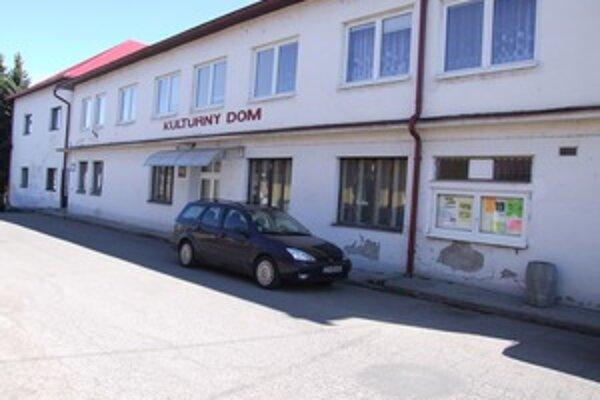 Kultúrny dom v Žarnovici je aj sídlom základnej umeleckej školy.