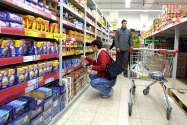 Z hypermarketu museli evakuovať 75 ľudí.