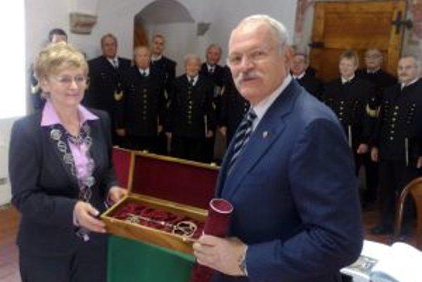 Ocenenie prezidentovi odovzdala primátorka mesta Nadežda Babiaková.