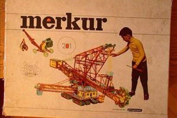 Stavebnica Merkur už oslávila osemdesiatpäťku. Zberateľ Jiří Mládek tvrdí, že táto hračka zaujme deti od štyroch do sto rokov.