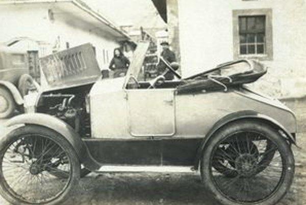 Prvý slovenský automobil vznikol v Psiaroch pri Hronskom Beňadiku.