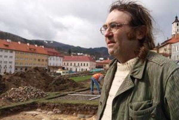 """Archeologický prieskum. """"Možno sa nám pošťastí a nájdeme aj niečo zo stredoveku,"""" dúfa archeológ Róbert Malček."""
