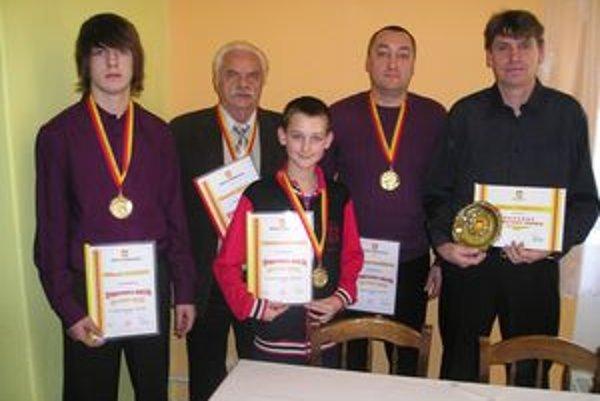 Ocenení športovci (zľava): Filip Katina, Anton Kukla, Ľubomír Hajdóni, Róbert Palatínus a Milan Tomka.