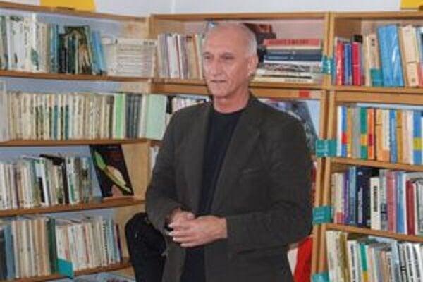 Jozef Banáš hovoril o svojej najnovšej knihe Kód 9 v novobanskej mestskej knižnici.
