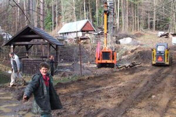 Na stabilizovaní prepadnutého banského diela pracujú zamestnanci Rudných baní už niekoľko mesiacov.