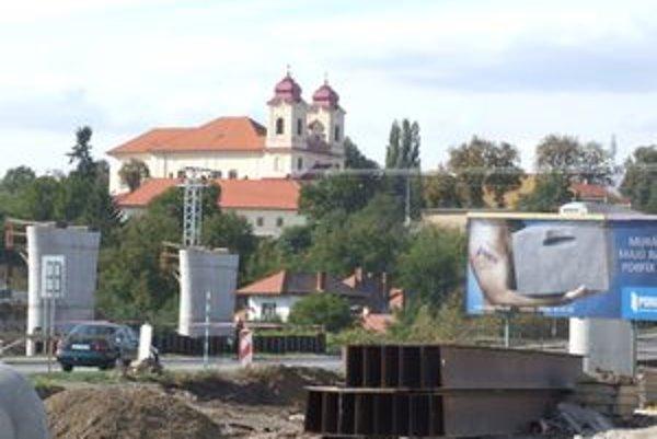Premosťovanie v Žiari nad Hronom cestnú premávku výrazne neobmedzí.
