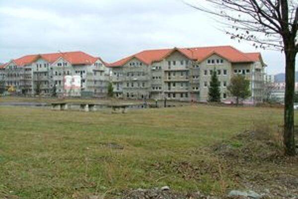 Bytovky postavil súkromný investor, prenajímať ich bude mesto.