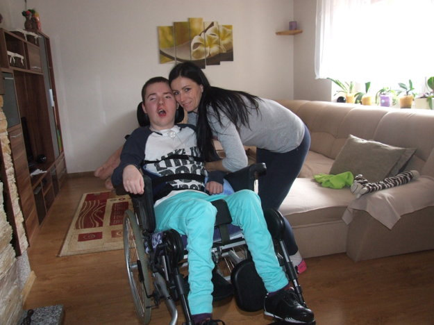 Peťko Gocník je podľa slov jeho matky veľký bojovník a robí pokroky v liečbe.