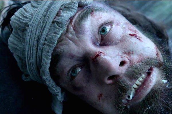 Toto je Leonardo DiCaprio – vo filme The Revenant. Jeho režisérom je Mexičan Alejandro G. Iňárritu.