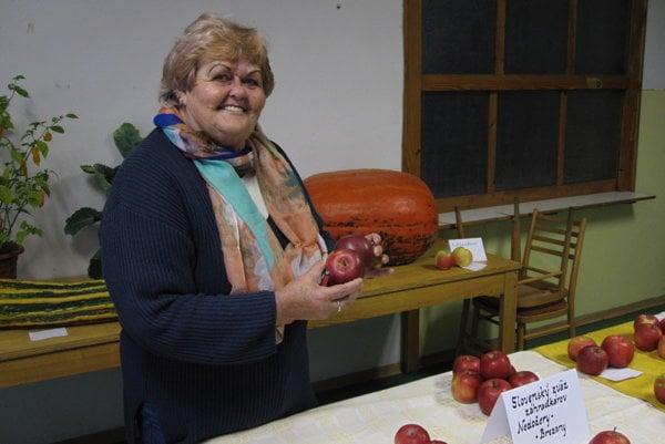 Eva Šidová pomáha záhradkárom na výstavách určovať odrody jabĺk.