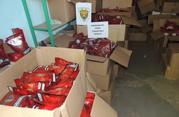 Nelegálne nadobudnutý tabak našli colníci aj v Prievidzi.