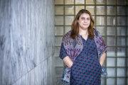 Dina Hadad pôsobí ako právnička voblasti ľudských práv. Pochádza zo Sýrie, odkiaľ odišla  vroku 2004, vsúčasnosti pôsobí na Kuvajtskej univerzite. Na Slovensko prišla na pozvanie Ligy za ľudské práva.