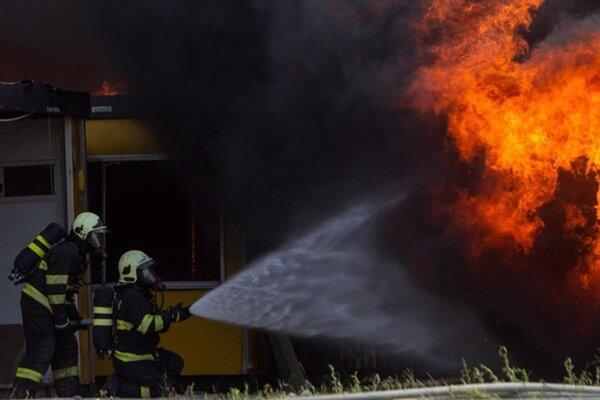 Všetkým hasičom patrí vďaka za ich veľkú obetavosť. Bez nich by sa ľudia cítili bezbranní. Zvlášť vtedy, keď krajinu zachváti nejaký živel v podobe ohňa, vody či inej pohromy.