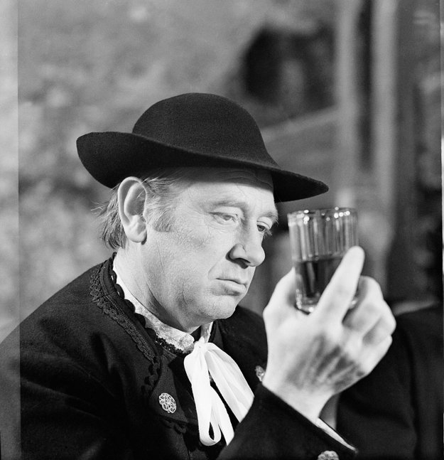 Vo filme Červené víno.