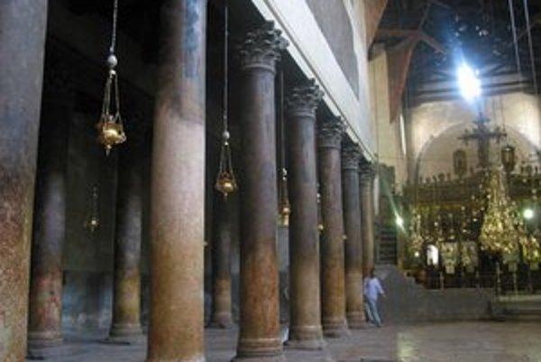 Interiér Baziliky narodenia v Betleheme.