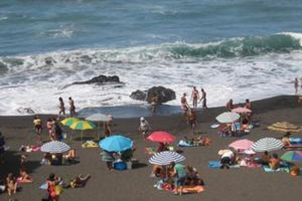 Nevyspytateľné vlny a chladnejšia voda odrádzali časť  ľudí od Kanárskych ostrovov.