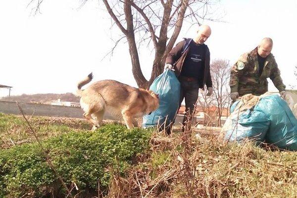 Ochranári pravidelne čistia Dolné Vestenice a ich okolie.