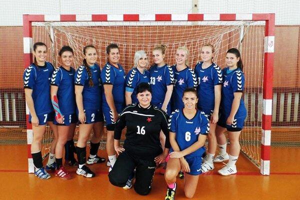 Seredské hádzanárky sú stále na čele druhej ligy.