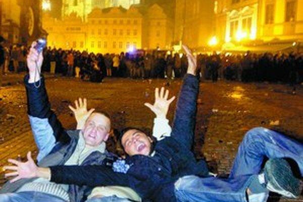 Bujaré oslavy v Prahe priťahujú čoraz viac Slovákov.