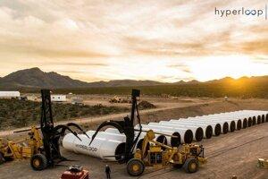 Časť Hyperloopu budú testovať v stredu poobede.
