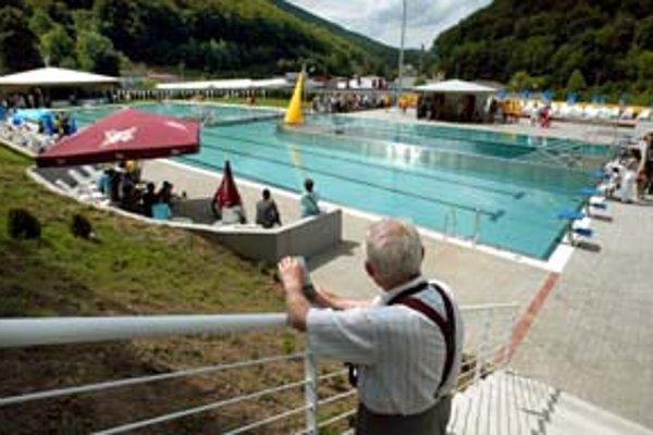 V bazénoch je termálna voda podobného zloženia, aká preslávila kúpele už v stredoveku.