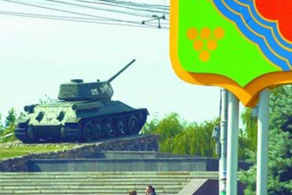 Pamätník v Tiraspole pripomína krátku vojnu medzi Moldavskom a podnesterskými separatistami z roku 1992.FOTO – SITA/AP