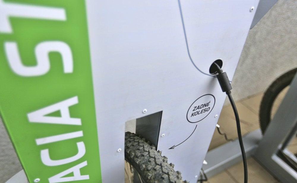 Nabíjacia stanica uľahčí používanie elektrobicyklov v horskom teréne..