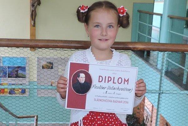 Osemročná Paulínka sa prebojovala až do celoslovenského kola recitátorskej súťaže.