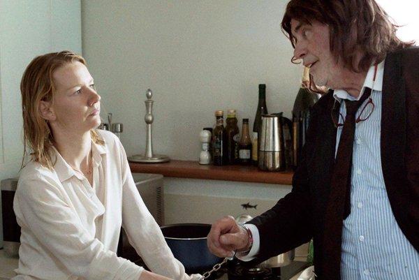 Seriózna dcéra avždy vtipkujúci otec vo filme Toni Erdmann.