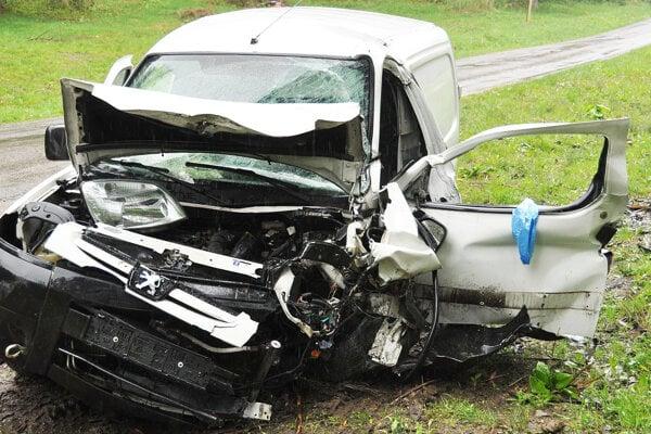 Zničený Peugeot.