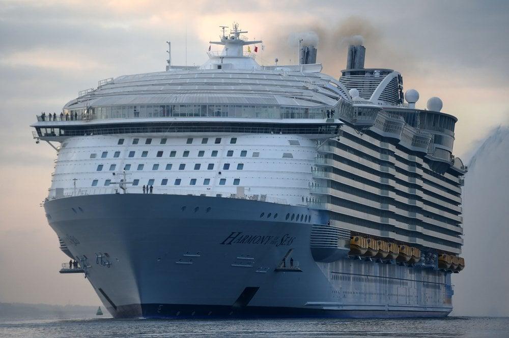 Harmony of the Seas má 16 podlaží, na dĺžku meria 362, 12 m, na výšku 70 m a v najširšom mieste na šírku 66 m.