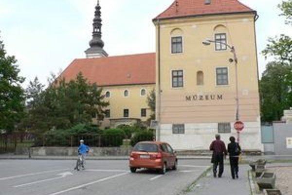Budova múzea ešte pred obnovou.