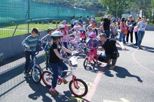 Deti z Dolných Vesteníc sa zapojili do cyklistických pretekov.