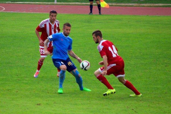 Druhý gól Dukly strelil Haris Garagić (vpravo).