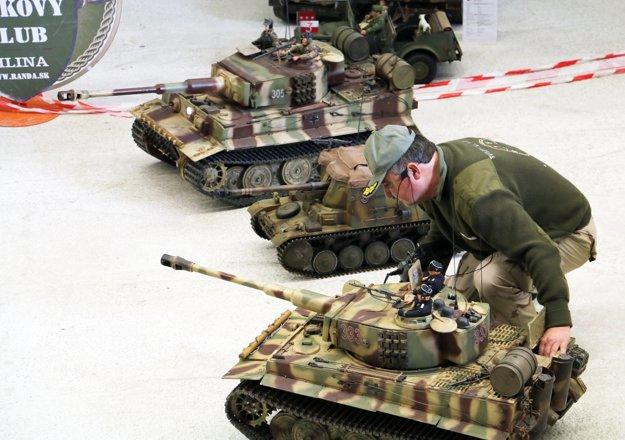 Tanky predviedli simulovanú bitku.