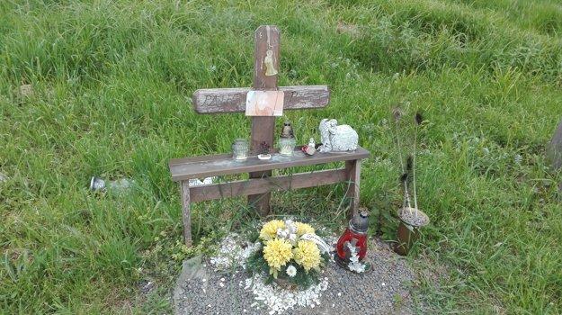 Tragédiu pripomína kríž pri ceste.