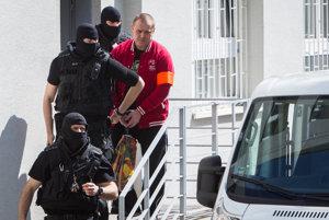 Vlani v apríli súd Borbélyho uznal vinným zo založenia zločineckej skupiny a obchodovania s drogami.