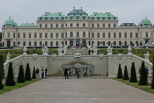 Nemecko a Taliansko na zámku Belveder vo Viedni prinútili pražskú vládu vzdať sa juhu Slovenska.