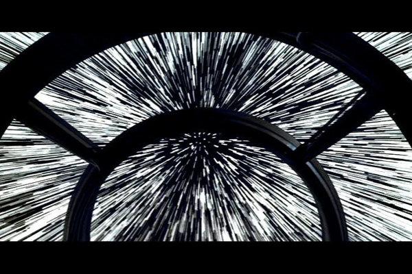 Pohľad z kokpitu Sokola pri prechode na rýchlosť svetla.