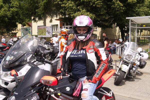 Anett bola v Lučenci prvou motorkárkou