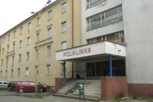 Budova je od roku 2009 prázdna, záujem o ňu má prievidzská samospráva.