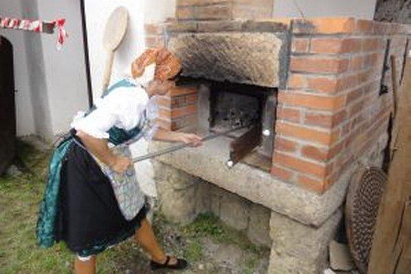 V Babinej budú piecť chlieb, ochutnať ho môžete ešte čerstvý; chrumkavý a voňavý.