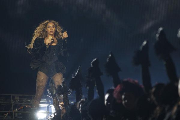 Vsúvislosti svydaním nového albumu sa Beyoncé vydala na turné snázvom Formation World Tour.
