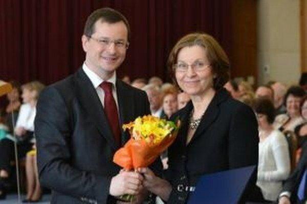 Oľga Gabľasová s ministrom Jurajom Draxlerom.